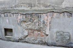 поврежденная старая стена Стоковая Фотография