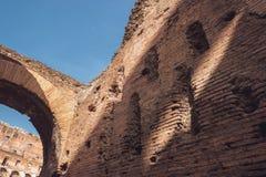 Поврежденные кирпичная стена и свод Стоковое фото RF