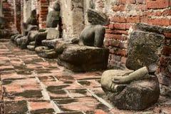 Поврежденные статуи Будды на Wat Mahathat Стоковое Изображение