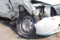 Поврежденный автомобиль после аварии Стоковая Фотография