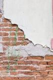 Поврежденный красный кирпич wal Стоковая Фотография RF