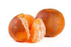 2 поврежденных tangerines изолированного на белой предпосылке Стоковое Изображение