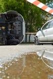 2 поврежденных автомобиля на месте аварии Стоковое фото RF