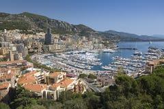 Повышенный взгляд Монте-Карло и гавани в княжестве Монако, Западной Европы на Средиземном море Стоковая Фотография
