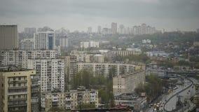Повышенный взгляд над городом Киева, Украиной - промежутком времени акции видеоматериалы