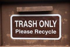 Погань только пожалуйста повторно использует знак стоковая фотография rf