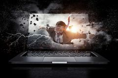 Поглощенный работой или технологиями Мультимедиа Стоковое Изображение