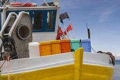 погода воды утра гавани фронта переднего плана тумана рыболовства шлюпок шлюпки предпосылки драматическим туманнейшим спрятанная  Стоковое Изображение RF