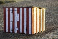 Погод-worn красная и белая striped хата пляжа Стоковая Фотография RF