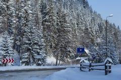 Пограничная застава Заполированност-словака на Lysa Polana в снежном лесе в высоких горах Tatras Стоковые Фото