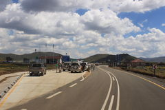 Пограничный контроль Лесото в пропуске Sani, как увидено от южно-африканской стороны Стоковые Изображения
