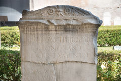 Погребальный сляб в ваннах Diocletian в Риме Стоковая Фотография RF