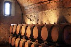 погреб фланкирует вино стоковые фото