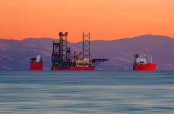 погружать в воду грузового корабля стоковые изображения