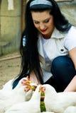 подавая женщина цыплятины сь Стоковая Фотография RF
