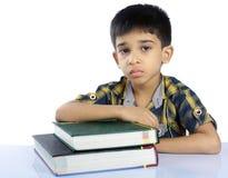Подавленный мальчик школы стоковые фото