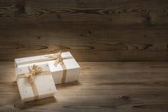 2 подарка на рождество славно в оболочке вверх стоковая фотография rf