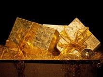 подарки золотистые Стоковые Фото
