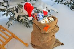 Подарки на рождество на розвальнях стоковое изображение rf