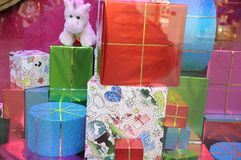 Подарки на рождество wraped в точных бумагах Стоковая Фотография RF