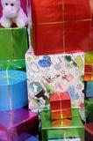 Подарки на рождество wraped в точных бумагах Стоковое Фото