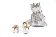 подарки предпосылки белые Стоковое Изображение
