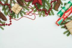 Подарки рождества и ветвь мех-дерева Стоковое Изображение
