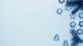 Подарки рождества и подарки на праздник Елевые ветви и d Стоковое Фото