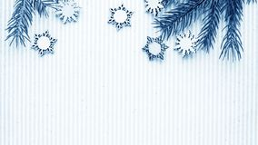 Подарки рождества и подарки на праздник Елевые ветви и d Стоковые Фотографии RF