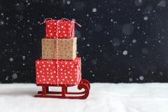 Подарки рождества на малых розвальнях Стоковое фото RF