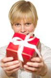подарок дает женщину стоковые изображения