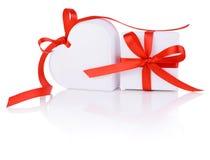 Подарок дня Валентайн в белой коробке и сердце Стоковая Фотография RF
