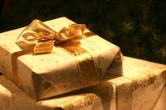 подарок золотистый Стоковые Фото