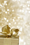 подарок золотистый стоковая фотография rf