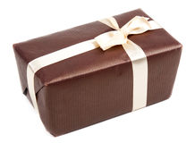 подарок коричневого цвета коробки смычка Стоковая Фотография RF