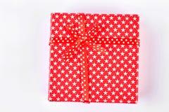 подарок коробки предпосылки изолировал деятельность путя красную белую Стоковая Фотография RF