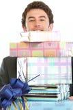 подарок коробок смотря человека вне штабелирует Стоковое фото RF