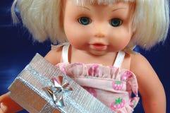подарок куклы коробки младенца Стоковая Фотография
