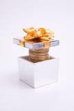 подарок монетки коробки к Стоковые Фото