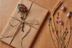 Подарок на таблице Стоковые Изображения