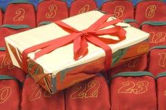 подарок рождества золотистый Стоковое фото RF