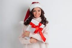 Подарок рождества объятия женщины Стоковая Фотография RF