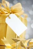 Подарок с биркой стоковые изображения