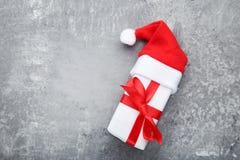 Подарочная коробка с шляпой santa Стоковая Фотография RF