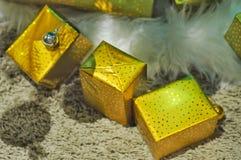 Подарочная коробка Gloden Стоковые Изображения