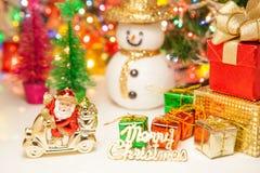 Подарочная коробка santa и украшение игрушки рождества снеговика или Новый Год Стоковые Изображения