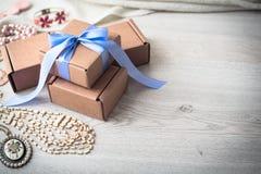 Подарочные коробки для торжества Стоковые Фотографии RF