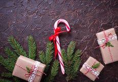 Подарочные коробки и тросточка конфеты Стоковое Изображение RF