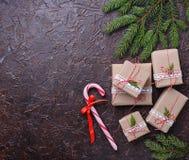 Подарочные коробки и тросточка конфеты Стоковые Изображения RF