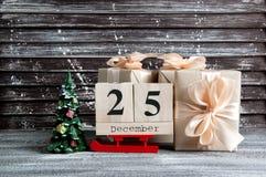 Подарочные коробки рождества с смычками Стоковая Фотография RF